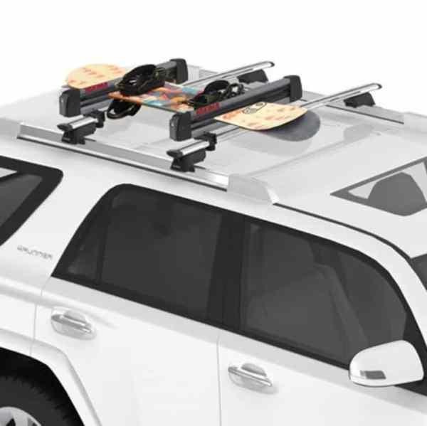 Yakima FreshTrack 4 with Snowboards